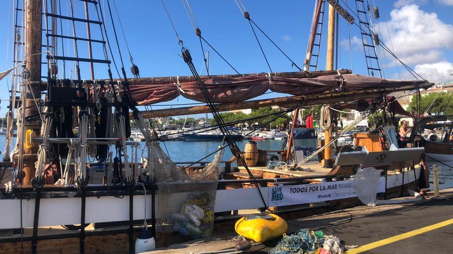 Una campaña contra el plástico permite embarcarse en un velero de Save The Med