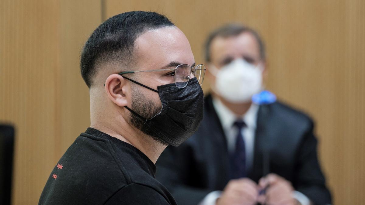 El monitor acusado de abusos sexuales en un centro educativo, este miércoles durante el juicio en su contra