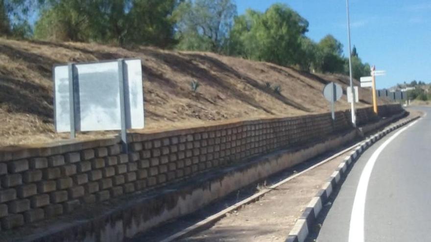 La concejalía de servicios de Monóvar continúa con la limpieza de zonas deterioradas
