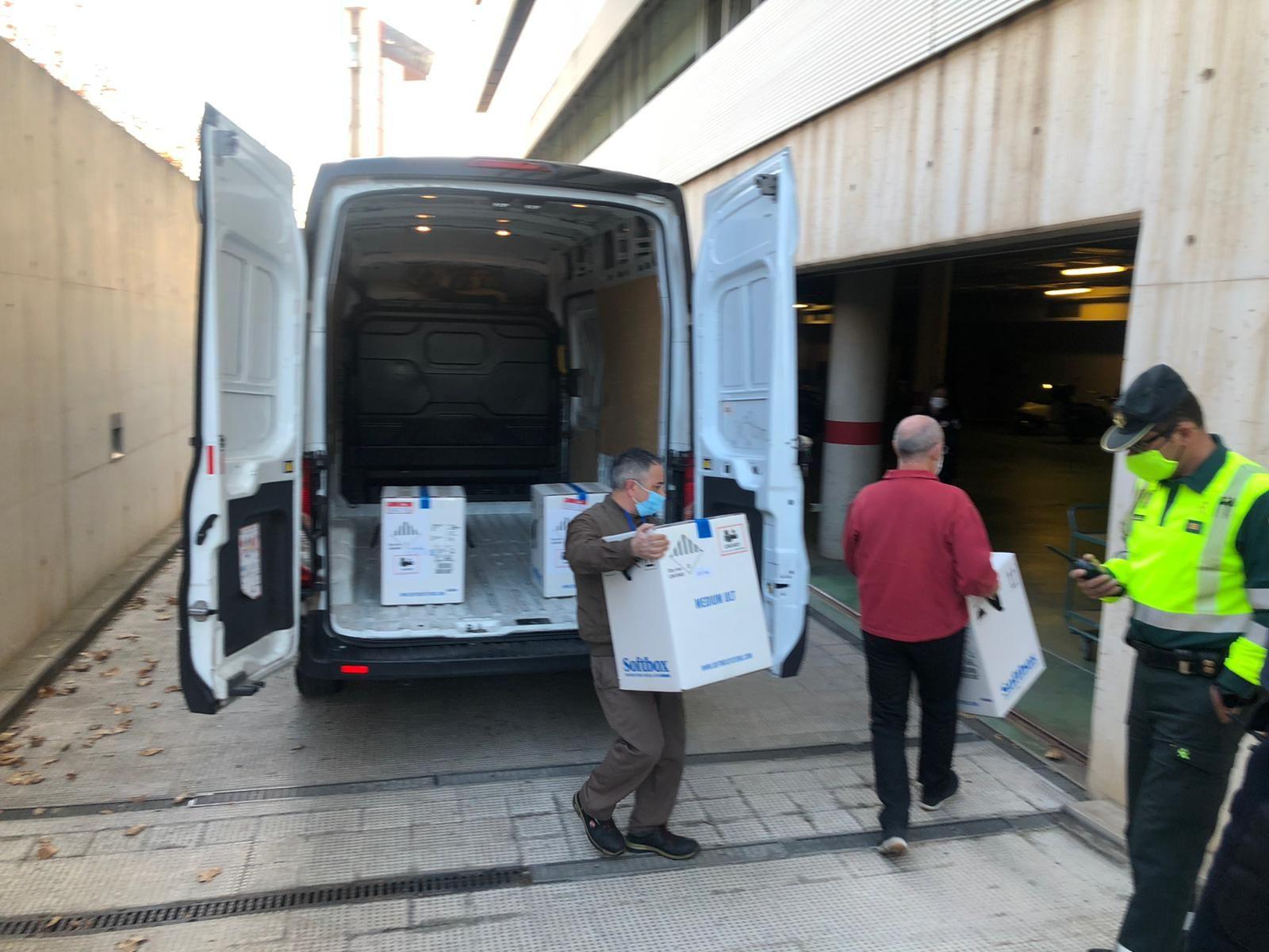 El primer envío masivo con la vacuna covid llega a la Comunitat Valenciana