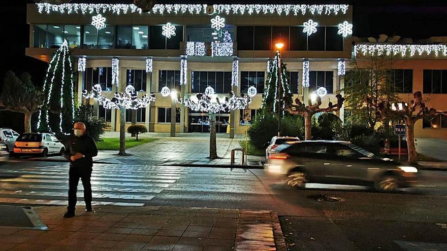 Castrillón y Corvera prenden el alumbrado en la Navidad de la pandemia