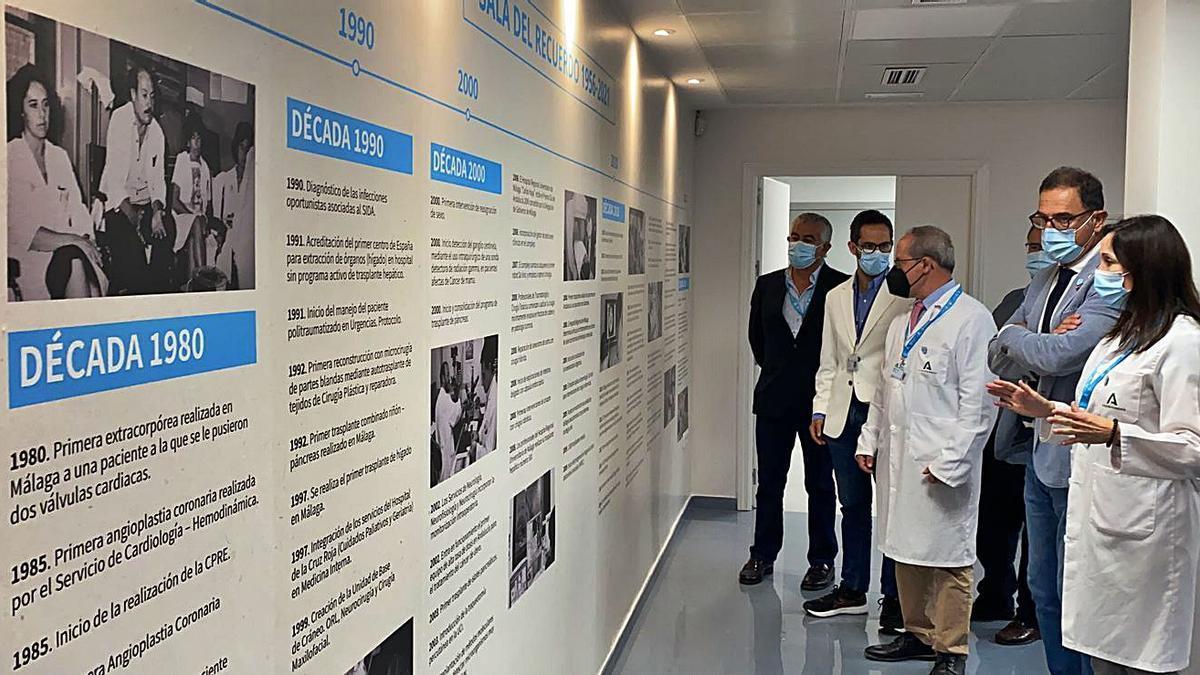 El delegado de Salud y la gerente del Regional, con otros profesionales, en la inauguración