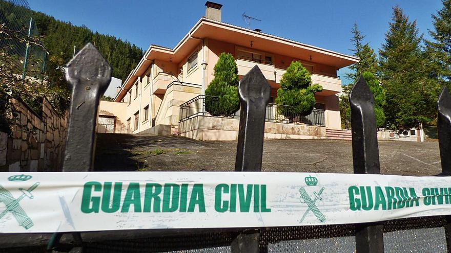 La Guardia Civil desmantela una plantación de marihuana en una vivienda de Tebongo (Cangas)