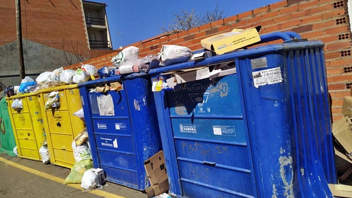 Contenedores de reciclaje en Benavente. | E. P.