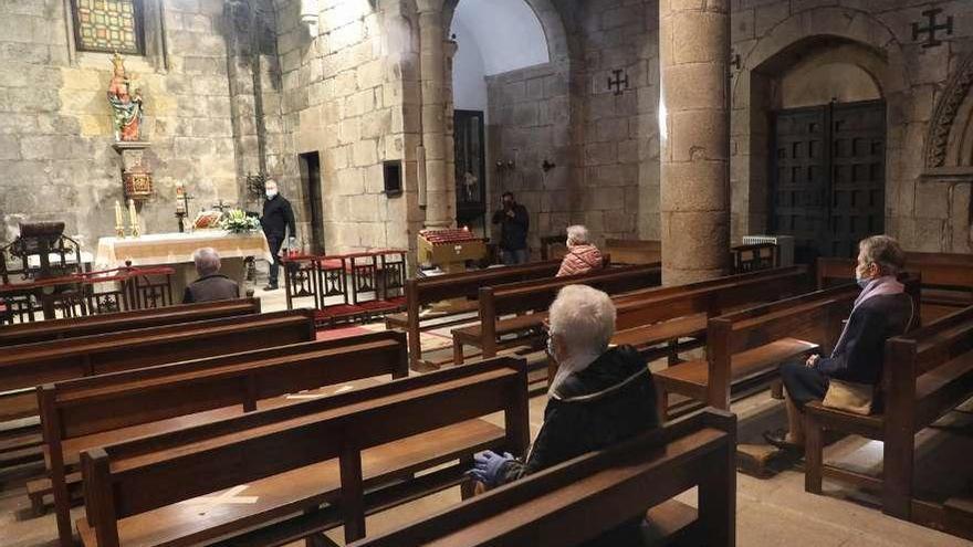 Primera misa en una capilla de la Catedral