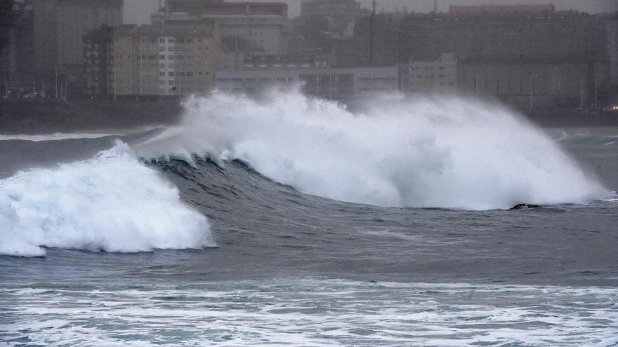 Aviso naranja en las costas de A Coruña y Lugo por olas de hasta seis metros