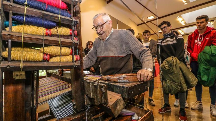 Una exposición de telares antiguos se configura como el embrión del Museo Industrial