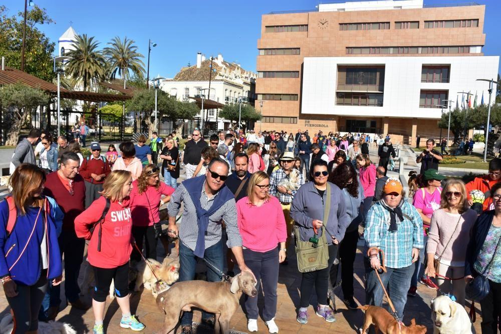 Decenas de personas se reunieron junto al Castillo Sohail para celebrar el Día del perro que se celebra desde hace siete años en Fuengirola.