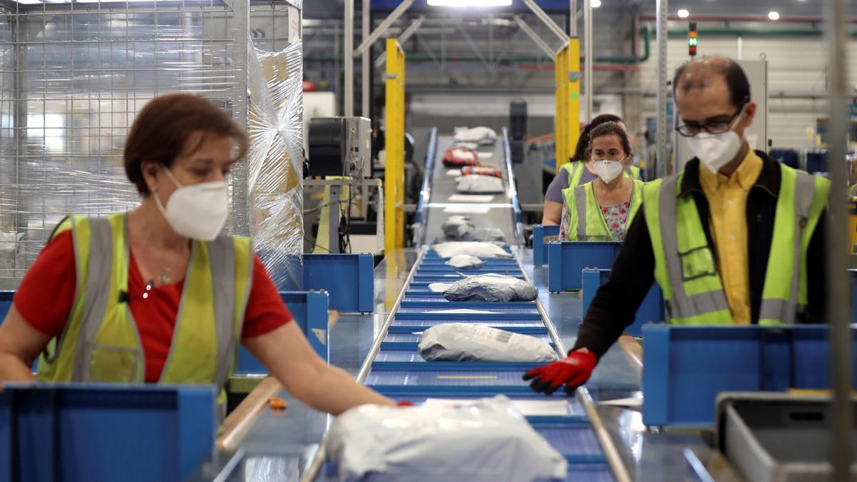Correos oferta centenares de puestos de empleo en la Comunitat Valenciana y el resto de España.