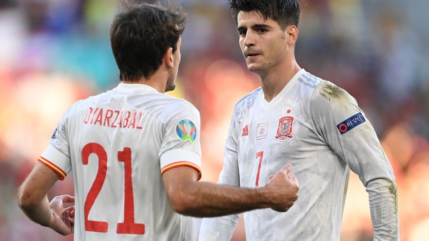 Morata se libera con una volea que lanza a España a cuartos