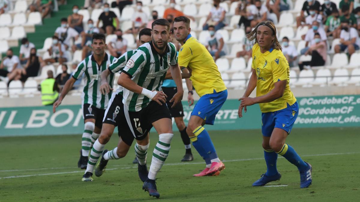 José Cruz, el pasado domingo ante el Cádiz B, en su debut en El Arcángel con la camiseta del Córdoba CF.