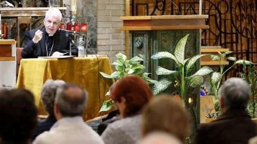 """El obispo departe sobre """"santidad y bienaventuranzas"""" en el estreno del ciclo de conferencias cuaresmales"""