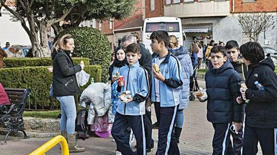 Solidaridad a mordiscos en la plaza Sor Asunción Romo de Benavente