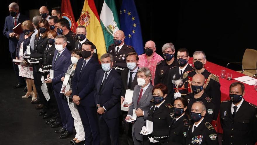 Córdoba agradece a la Policía Local su entrega en la pandemia con más personal y recursos