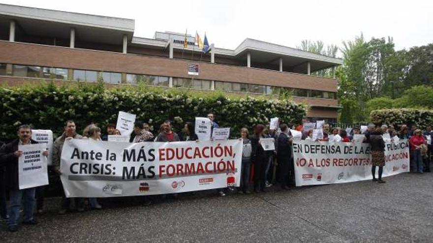 Protesta del Personal Docente no Universitario frente al Servicio Provincial