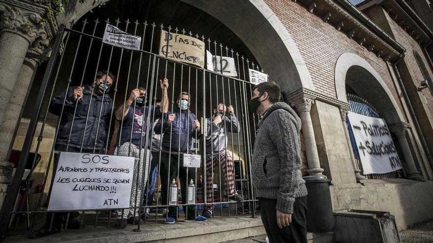 """""""Solo pedimos ayuda para dar de comer a nuestras familias"""": así es el día a día de los encerrados en La Felguera y Laviana"""