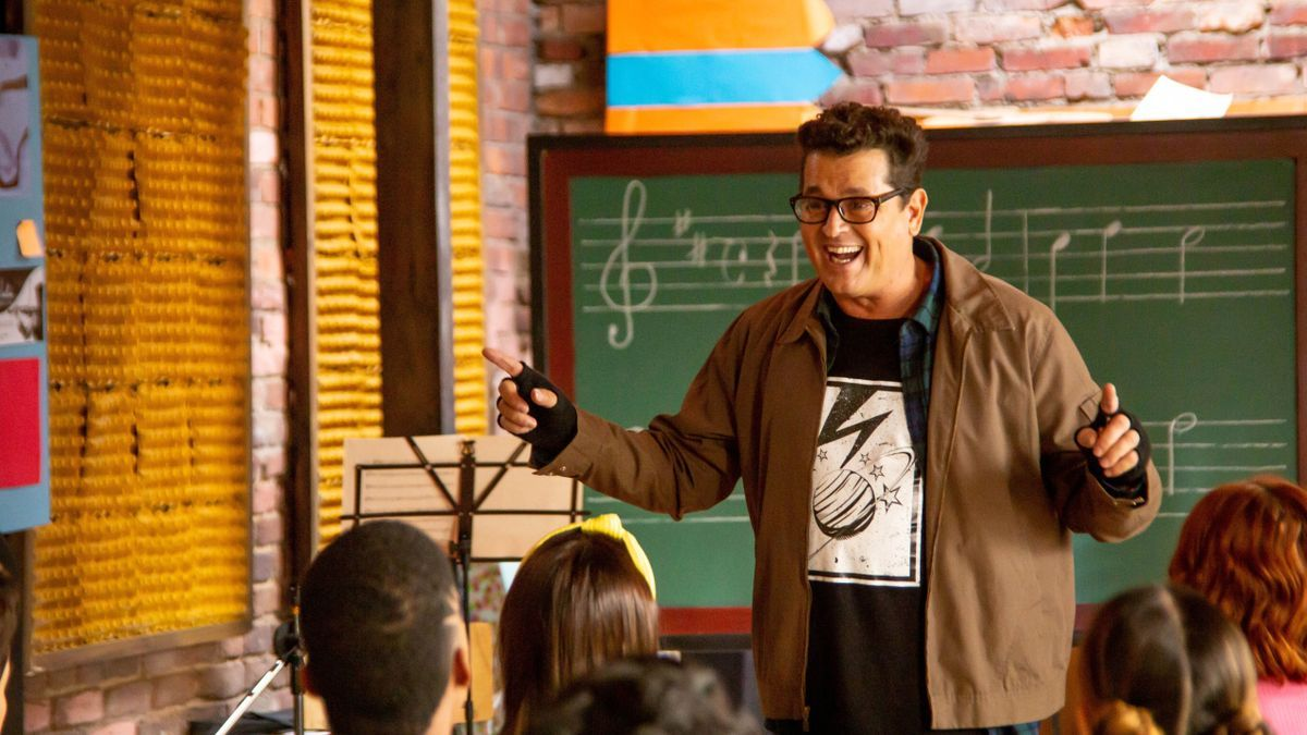 Carlos Vives puts himself in the shoes of a peculiar music teacher.