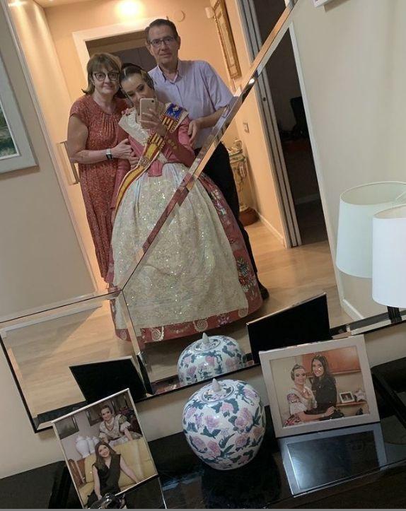 La foto de Consuelo, con sus padres y su hermana
