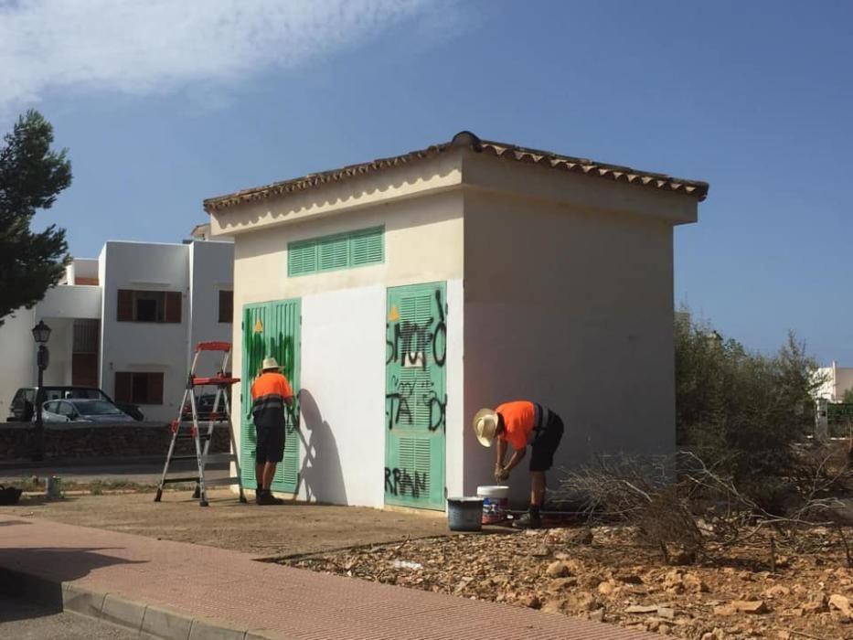 Pintadas contra el turismo en Santanyí