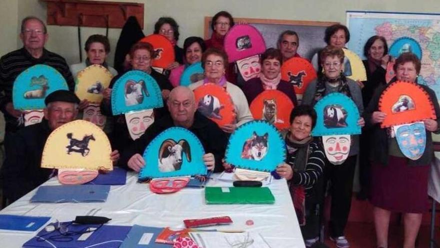 """Personas participantes en uno de los talleres de """"Saudemente"""" celebrado en un año anterior a la irrupción de la pandemia."""