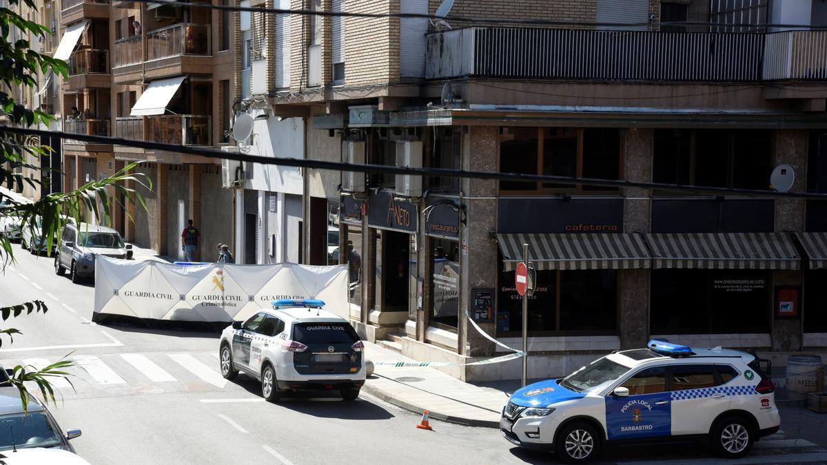 La Guardia Civil se encuentra en el interior de la vivienda en la que ha ocurrido el crimen.