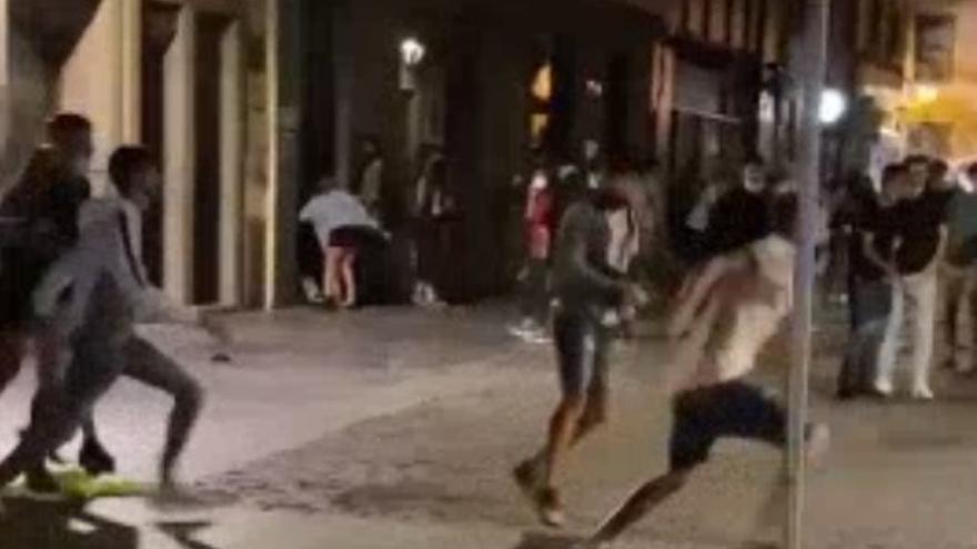 Batalla  campal en plena calle Mendizábal