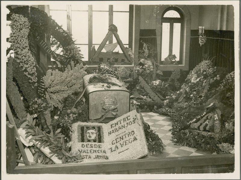19 Ultimo velatorio en el vest�bulo del Cementerio General, donde estar� ahora su sarc�fago..jpg