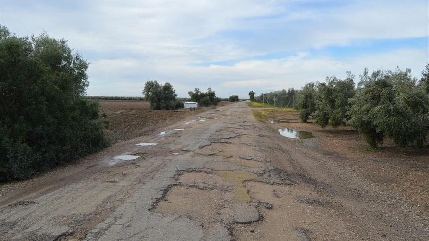 El Ayuntamiento de Fuente Palmera invierte 300.000 euros en el camino de La Jara