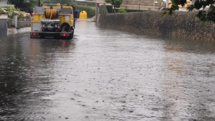El temporal se ceba en Llanes, que pide la declaración de zona catastrófica a las puertas de la temporada turística
