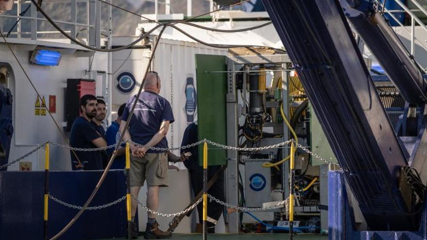 El buque con sonar y robot comienza a buscar a las niñas desaparecidas en Tenerife