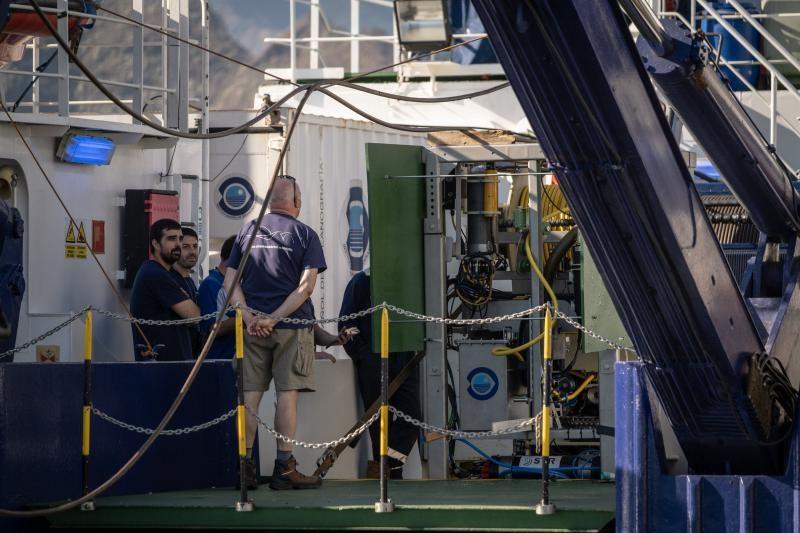 Niñas desaparecidas en Tenerife: Llegada del barco que va a buscar Tomás Gimeno y sus hijas
