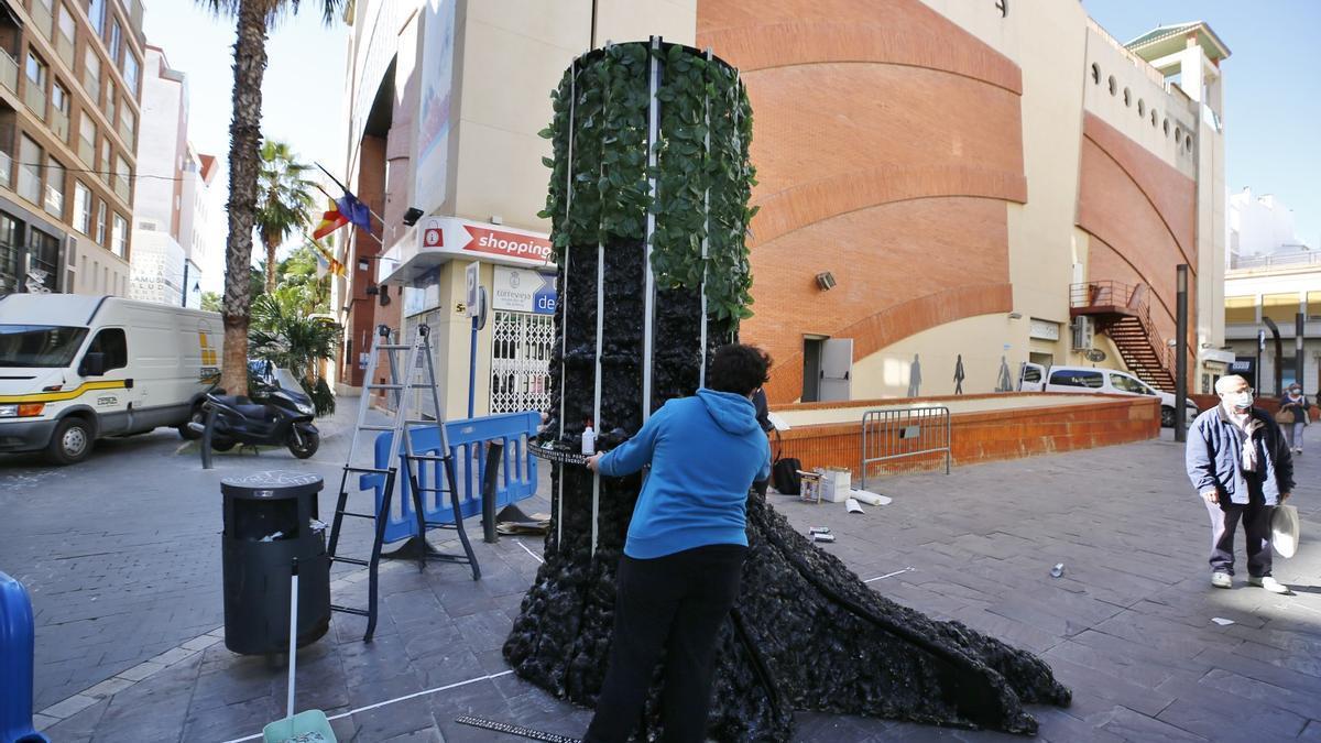 Las arquitecturas efímeras ya están en la calle en Torrevieja