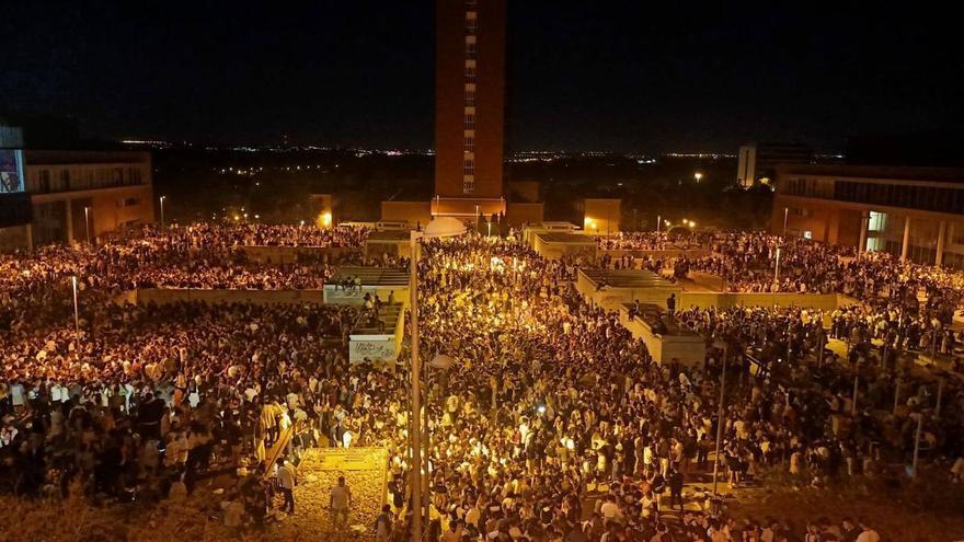 Sendos macrobotellones congregan a miles de personas en universidades de Barcelona y Madrid