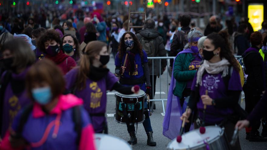 El feminismo resiste en Barcelona en un atípico 8M