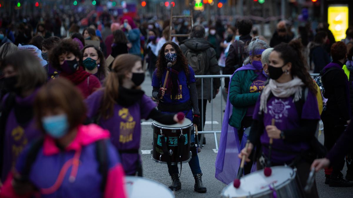 Mujeres en la concentración por el 8M en Barcelona.