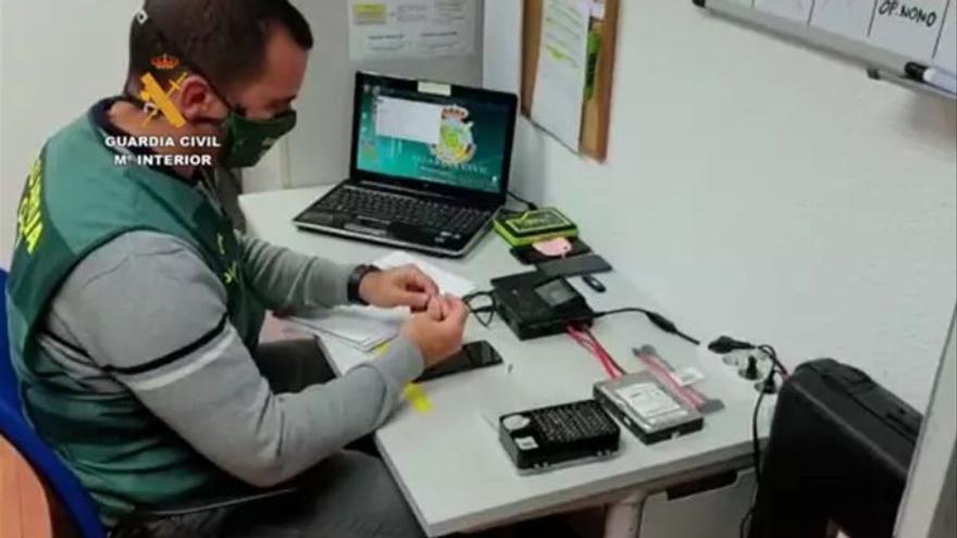 Investigado un monitor de un centro deportivo de Arucas por grabar a mujeres en los vestuarios