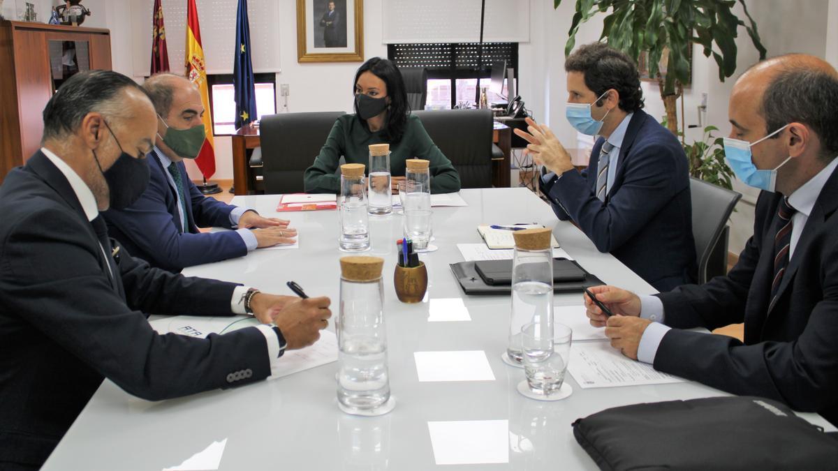 La consejera de Empresa, Empleo, Universidades y Portavocía, Valle Miguélez, mantuvo hoy una reunión con el presidente de ATA, Lorenzo Amor