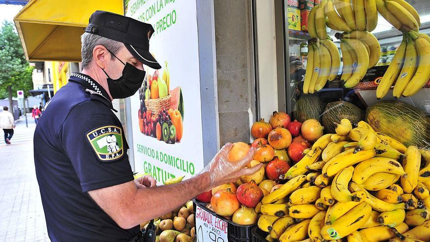 La Policía Local de Elche peina fruterías y mercadillos para detectar la venta de mercancía sustraída