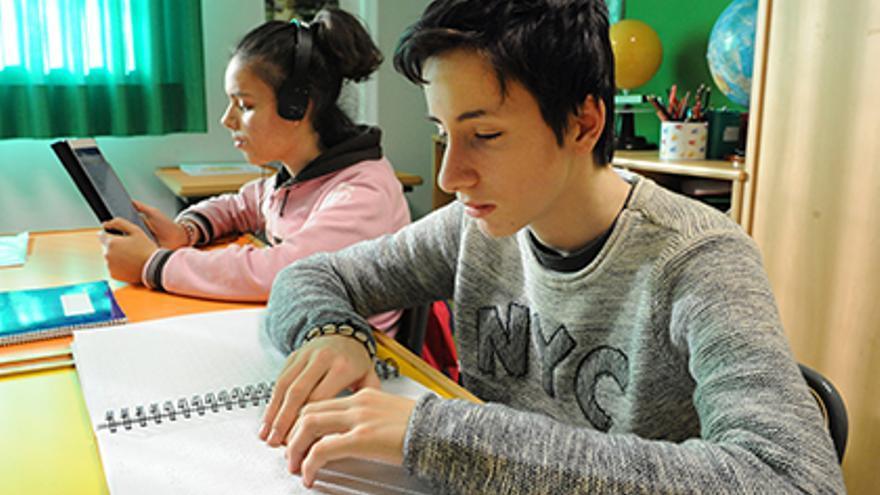 297 estudiantes ciegos vuelven  a las aulas en Canarias en un entorno digital