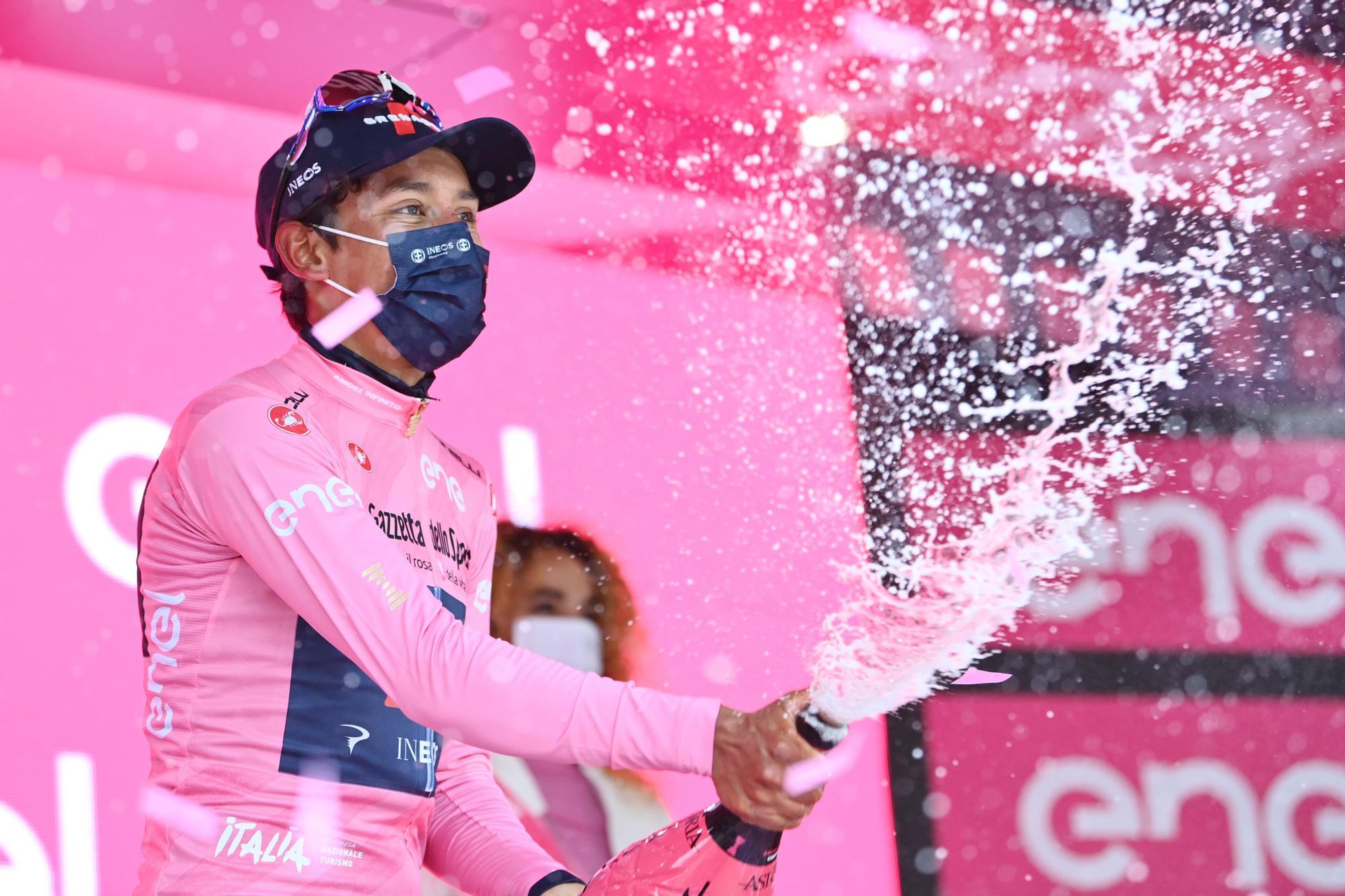 Cycling Giro d'Itali (110870199).jpg