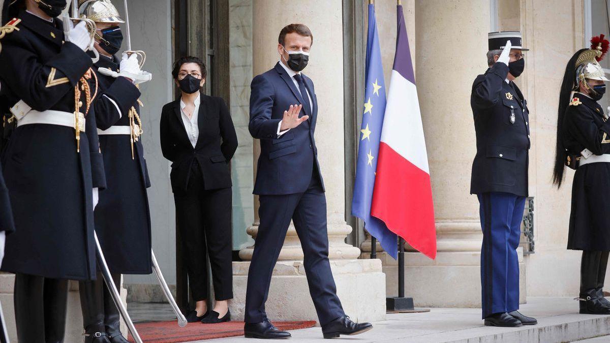 Los errores de la estrategia frente al coronavirus desgastan a Macron