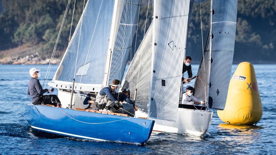 El Trofeo Xacobeo arranca en Sanxenxo con mucho sol pero poco viento