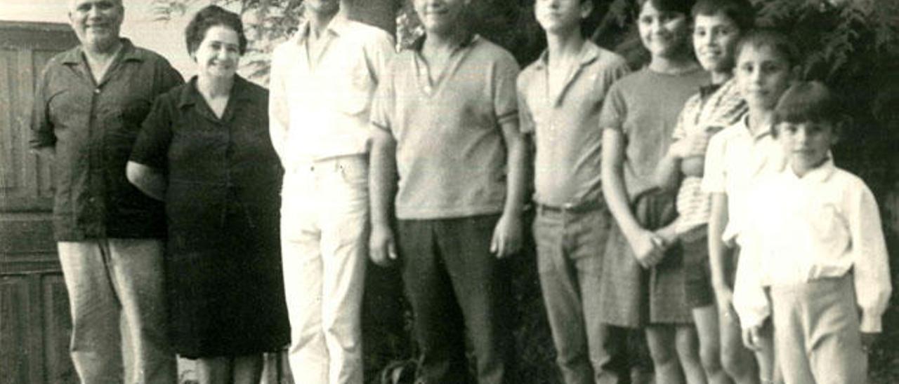 La familia Monzón en una imagen procedente de su álbum familiar.