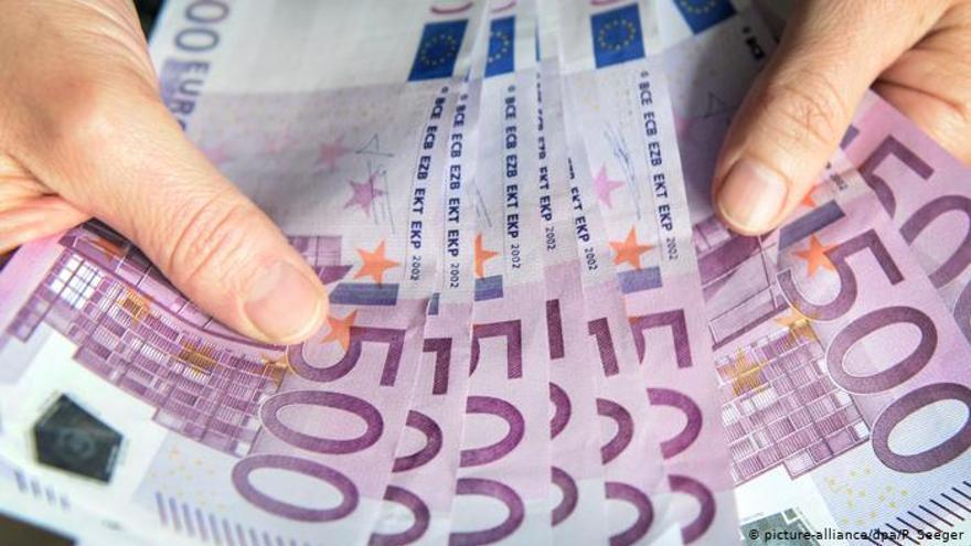 Alerta en Valencia por una banda que ha introducido miles de euros falsos en billetes de 500