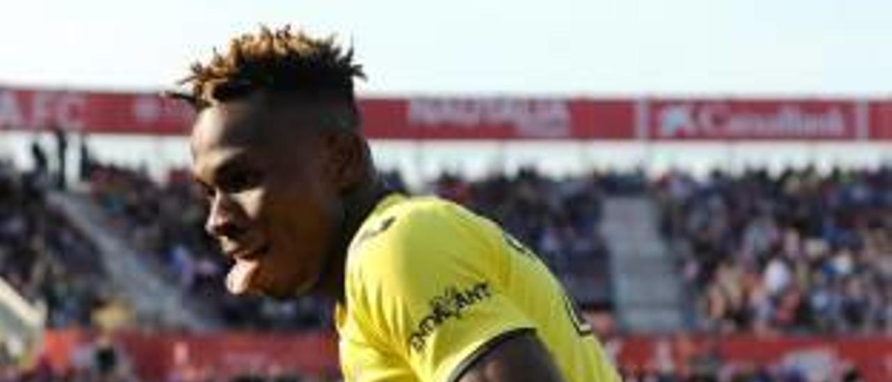 Samu Chukwueze celebra uno de sus goles de la temporada en Girona.