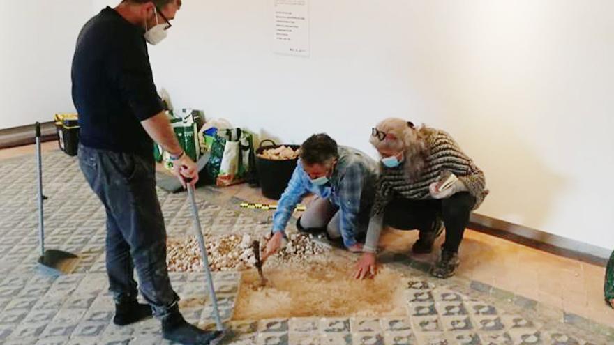 Trabajos de restauración del pavimento del Castell d'Alaquàs