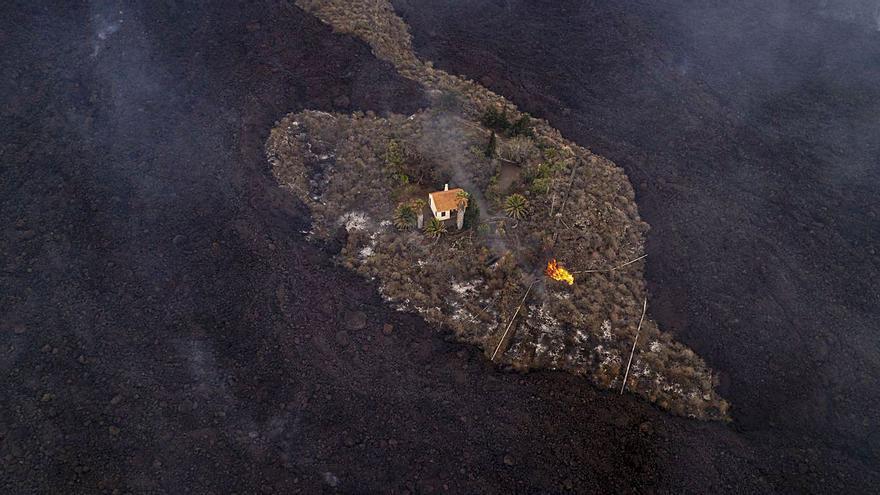 La 'casa milagro' también sucumbe a la lava