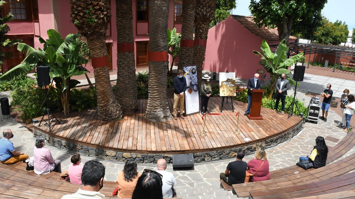 La presentación de la muestra sobre la Roseta de Tenerife en la Casona de San Luis