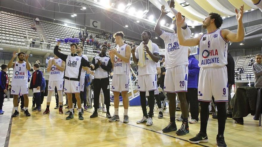 Los jugadores del Alicante, celebrando una victoria