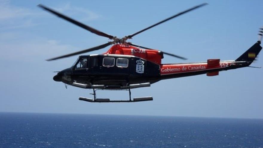 Rescatan en helicóptero a una senderista herida tras una caída en Arico